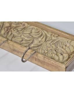 Dřevěný panel s hačky se starou ruční řezbou, 120x9x24cm