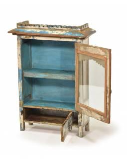 Prosklená skříňka z teakového dřeva, tyrkysovo bílá patina, 43x18x58cm