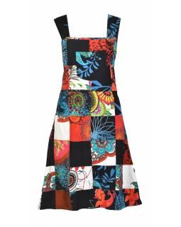 Krátké šaty s laclem a kapsou, multibarevný patchwork