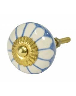 Malovaná porcelánová úchytka na šuplík, světle modrá, bílá květina, průměr 3,7cm