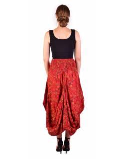 Dlouhá letní nařasená sukně, kapsy, červená s drobným paisley potiskem