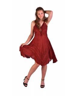 Krátké červené šaty na ramínka, výšivka, drobný potisk květin