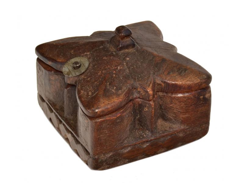 Krabička na Tiku, antik, teakové dřevo, ručně vyřezaná, 10x10x7cm