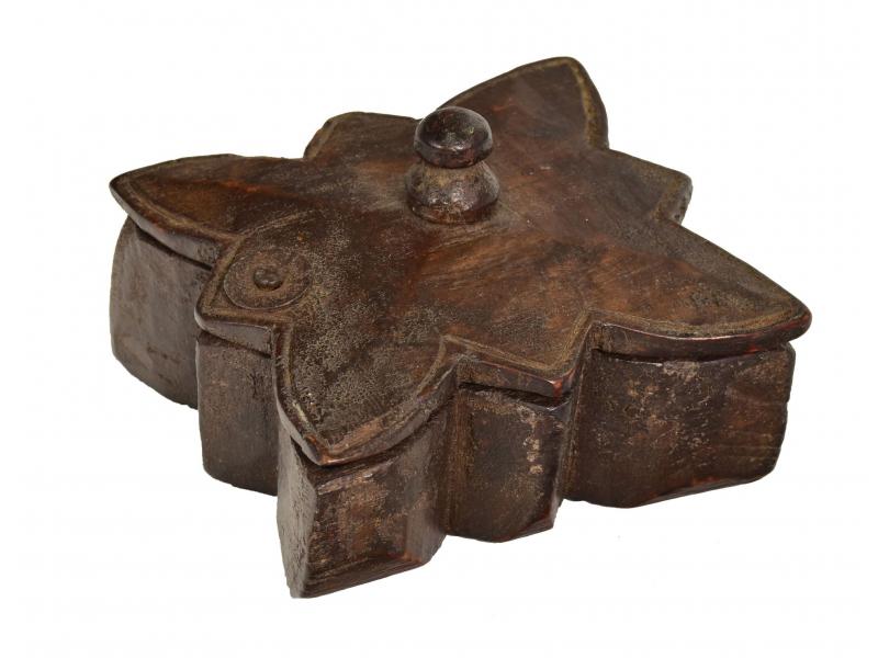 Krabička na Tiku, antik, teakové dřevo, ručně vyřezaná, 11x12x5cm