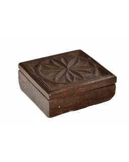 Krabička na Tiku, antik, teakové dřevo, ručně vyřezaná, 12x13x5cm