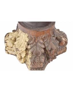 Svícen z hlavice starého sloupu, 41x41x29cm
