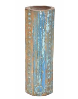 Svícen vyrobený ze starého sloupu, 17x17x49cm