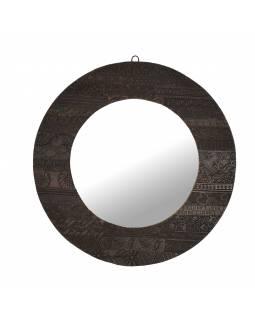 Zrcadlo v kulatém rámu z teakového dřeva zdobené starými raznicemi, 56x3x56cm