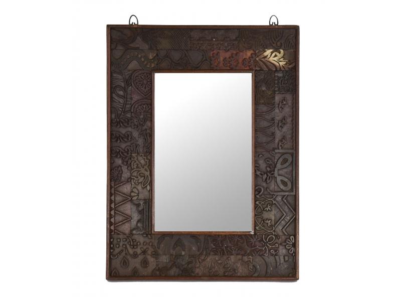Zrcadlo v rámu z teakového dřeva zdobené starými raznicemi, 47x4x62cm