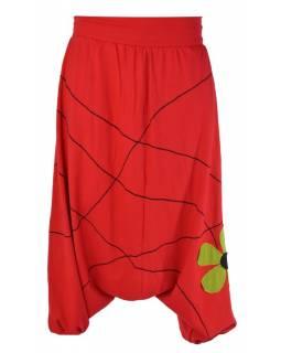 Červené turecké kalhoty s aplikací květiny a výšivkou