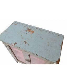 Prosklená skříňka z teakového dřeva, zelená patina, 76x40x93cm