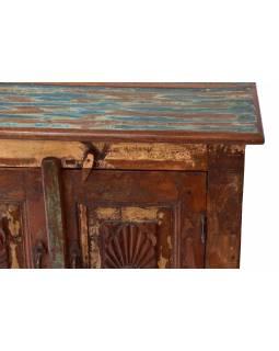Komoda z teakového dřeva, ručně vyřezávaná dvířka, 66x39x75cm
