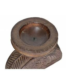 Dřevěný svícen ze staré hlavice sloupu, 23x15x19cm