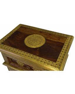 Noční stolek z palisandrového dřeva zdobený mosazným kováním, 45x30x65cm