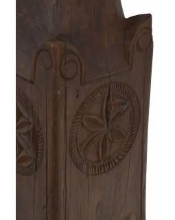 Svícen vyrobený ze starého sloupu, 19x19x50cm