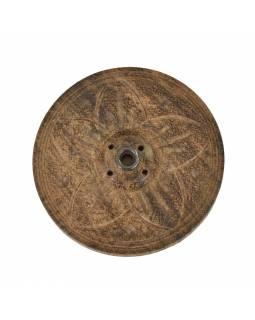Dřevěný vyřezávaný stojánek na tyčinky, tmavý, průměr 7 cm