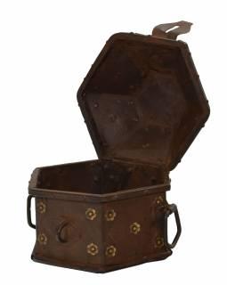 Stará kovová truhlička, ručně tepaná, 22x19x19cm
