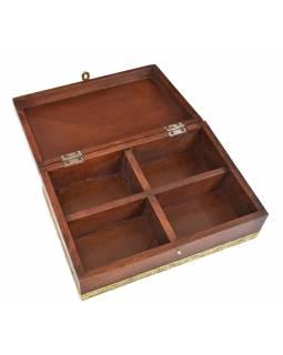 Dřevěná truhlička zdobená mosazným kováním, 29x20x11cm