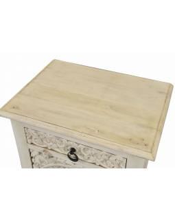 Noční stolek s vyřezávanými dvířky, šuplík, bílá patina, mango, 50x38x70cm