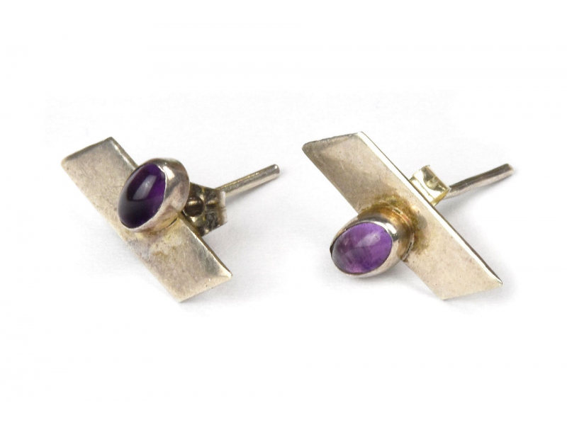 Stříbrné náušnice, pár, fialový kamínek, 13x8mm, zapínání na puzetu (AG 925)