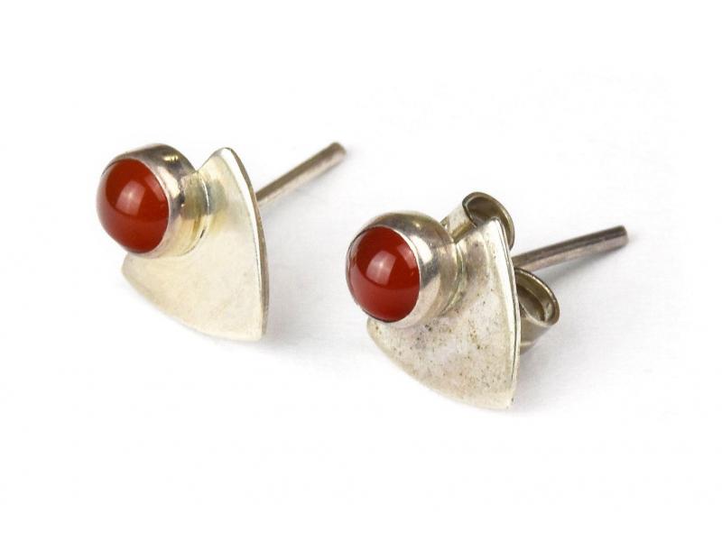 Stříbrné náušnice, pár, červený kamínek, 9mm, zapínání na puzetu (AG 925)