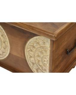 Truhla z mangového dřeva zdobená ručními řezbami, 89x44x45cm