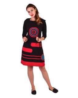 Krátké šaty, 3/4 rukáv, černé, barevné kruhy, červené pruhy, kapuce