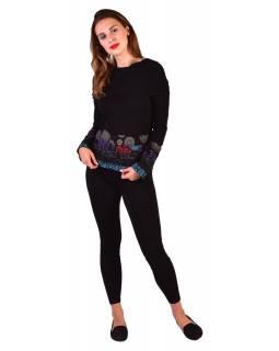 Černé triko, dlouhý rukáv, pruhy s potiskem, límec