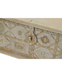 Truhla z teakového dřeva na kolečkách, zdobená kováním, 115x40x45cm
