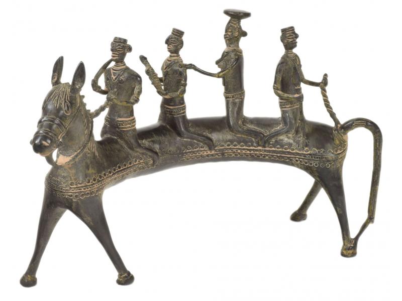 Kůň zatáčející vlevo, Tribal Art, mosazná socha, 30x10x20cm