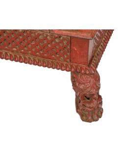 Starý stolek, ručně vyřezávané nohy, 66x66x24cm