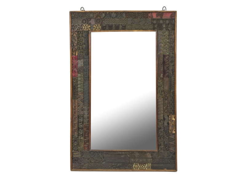 Zrcadlo v rámu z teakového dřeva zdobené starými raznicemi, 63x4x94cm
