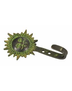 """Věšáček slunce, """"Tribal Art"""", zelená patina, mosaz, jeden háček, 11cm"""
