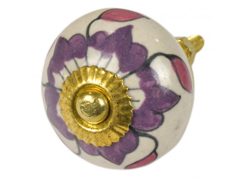 Malovaná porcelánová úchytka na šuplík, bílá, fialová květina, růžové listy, 4cm