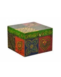 Ručně malovaná dřevěná truhlička, multibarevná 18x18x12,5cm