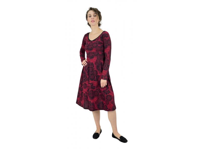 Šaty s dlouhým rukávem, střižené pod prsy, vínové s černým potiskem