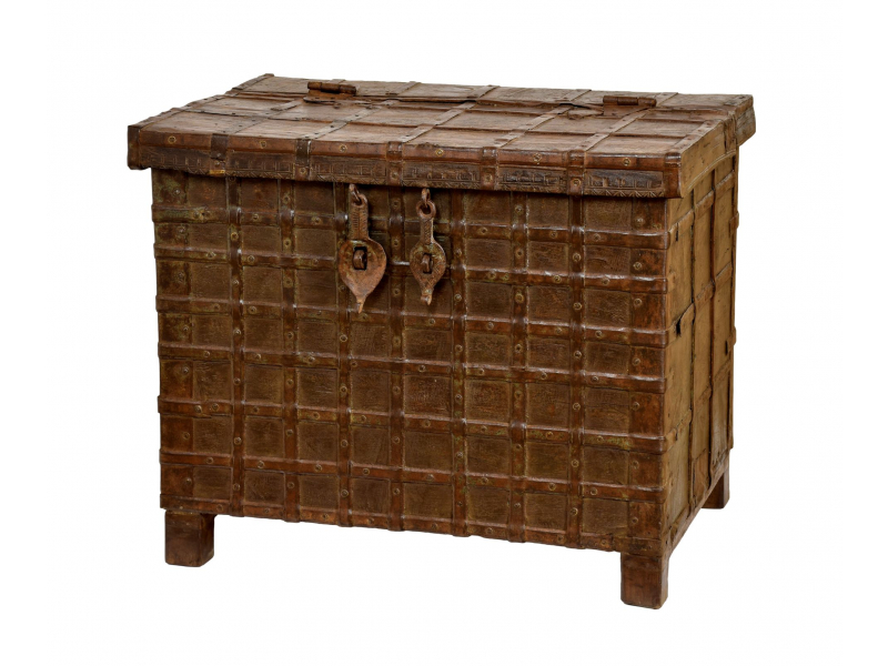 Truhla z teakového dřeva zdobená kováním, antik kus, 82x58x67cm