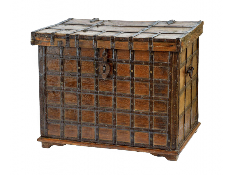 Truhla z teakového dřeva zdobená kováním, antik kus, 78x54x61cm