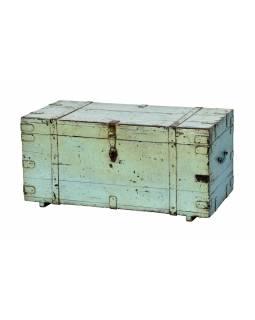 Truhla z teakového dřeva zdobená kováním, antik kus, 91x44x44cm