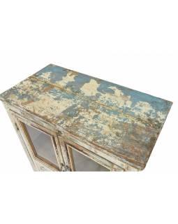 Prosklená skříňka z teakového dřeva, bílá patina, 75x40x108cm