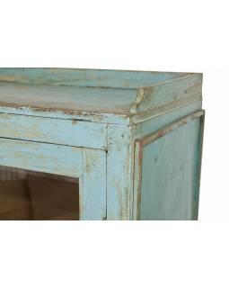 Prosklená skříňka z teakového dřeva, tyrkysová patina, 92x45x132cm