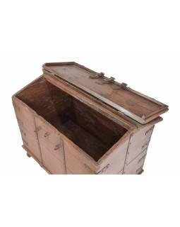 Stará truhla z teakového dřeva, železné kování, 98x60x77cm