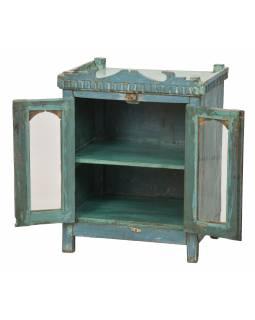 Prosklená skříňka z teakového dřeva, tyrkysová patina, plechové boky, 56x41x70cm
