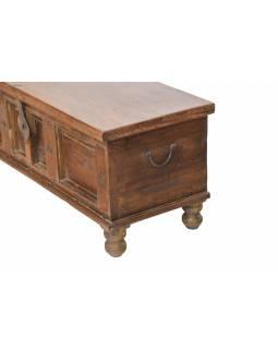 Truhla z teakového dřeva zdobená kováním, 110x43x47cm