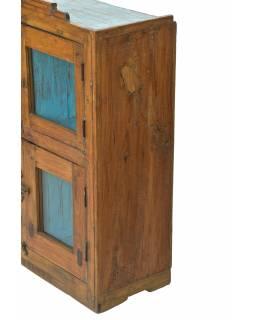 Prosklená skříňka z teakového dřeva, tyrkysová uvnitř, 74x30x91cm