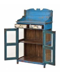 Prosklená skříňka z teakového dřeva, tyrkysová patina, 75x40x134cm