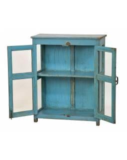Prosklená skříňka z teakového dřeva, tyrkysová patina, 82x38x101cm