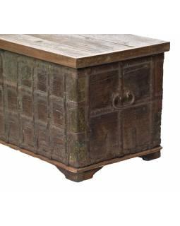 Stará truhla z teakového dřeva, zdobená kováním, 134x54x57cm