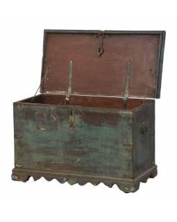 Stará truhla z teakového dřeva, zdobená kováním, 70x35x44cm
