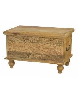 Truhla z mangového dřeva, ručně vyřezávaná, přírodní úprava, 58x35x35cm
